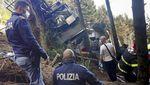 Foto Kereta Gantung Jatuh 14 Tewas di Italia