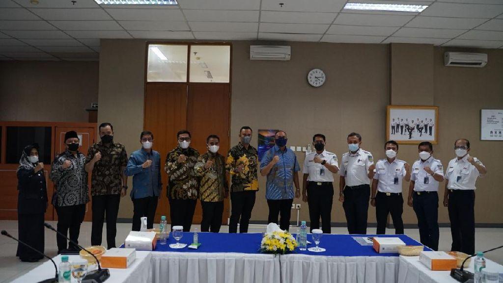 Kolaborasi Bangun Sumbar, Andre Rosiade & 6 Kepala Daerah Temui Dirut KAI