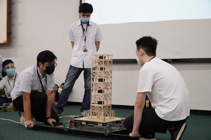 Mahasiswa UK Petra Buat Kompetesi Bangunan Tahan Gempa