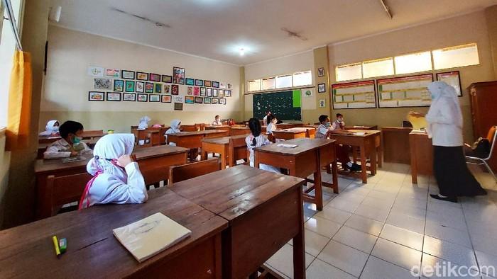 Sekolah di Kota Cimahi dari jenjang TK, SD, serta, SMP melakukan simulasi Pembelajaran Tatap Muka (PTM). Simulasi itu sebagai persiapan sebelum pelaksanaan PTM pada 19 Juli.
