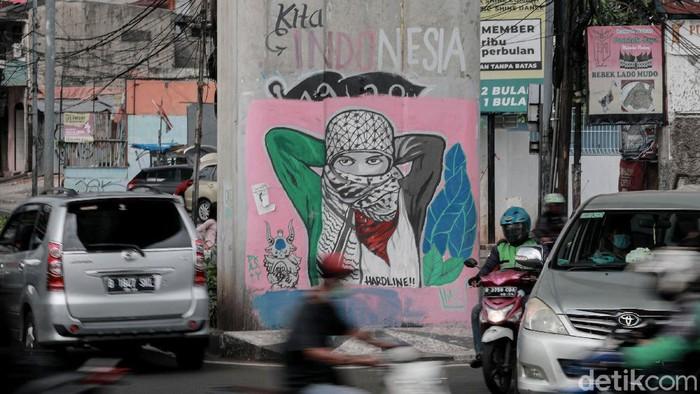 Beragam cara dilakukan sebagai bentuk solidaritas terhadap warga Palestina. Salah satunya lewat seni mural yang mejeng di kawasan Ciledug.