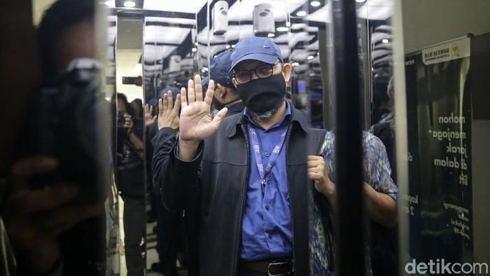 Penyidik KPK, Novel Baswedan mendatangi kantor Komnas HAM, Jakarta, Senin (24/5). Novel datang dengan pegawai KPK yang dinyatakan tidak memenuhi syarat dalam tes wawasan kebangsaan menjadi ASN.