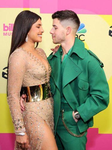 LOS ANGELES, CALIFORNIA - Priyanka Chopra dan Nick Jonas di Billboard Music Awards 2021