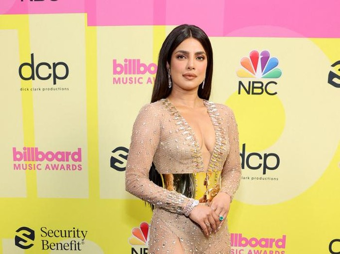 LOS ANGELES, CALIFORNIA - MAY 23: Priyanka Chopra Jonas poses backstage for the 2021 Billboard Music Awards, broadcast on May 23, 2021 at Microsoft Theater in Los Angeles, California.   Rich Fury/Getty Images for dcp/AFP (Photo by Rich Fury / GETTY IMAGES NORTH AMERICA / Getty Images via AFP)