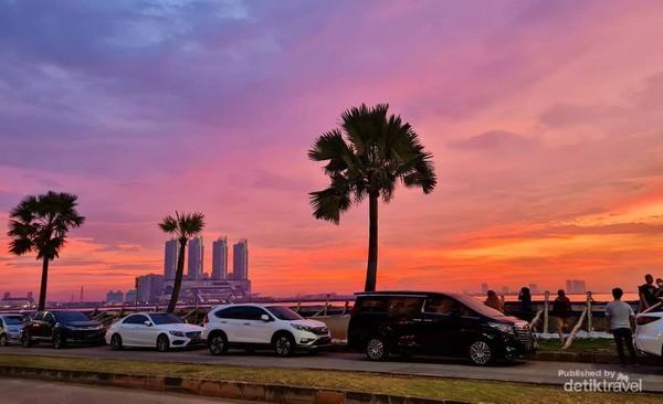Pemandangan Sunset dari depan Resto Sukathai