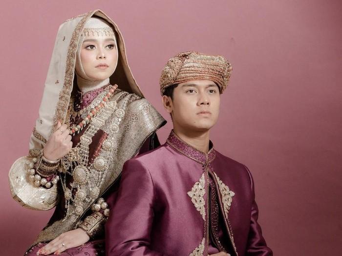 Pemotretan pre-wedding Rizky Billar dan Lesti Kejora mengenakan baju adat pengantin Minangkabau.