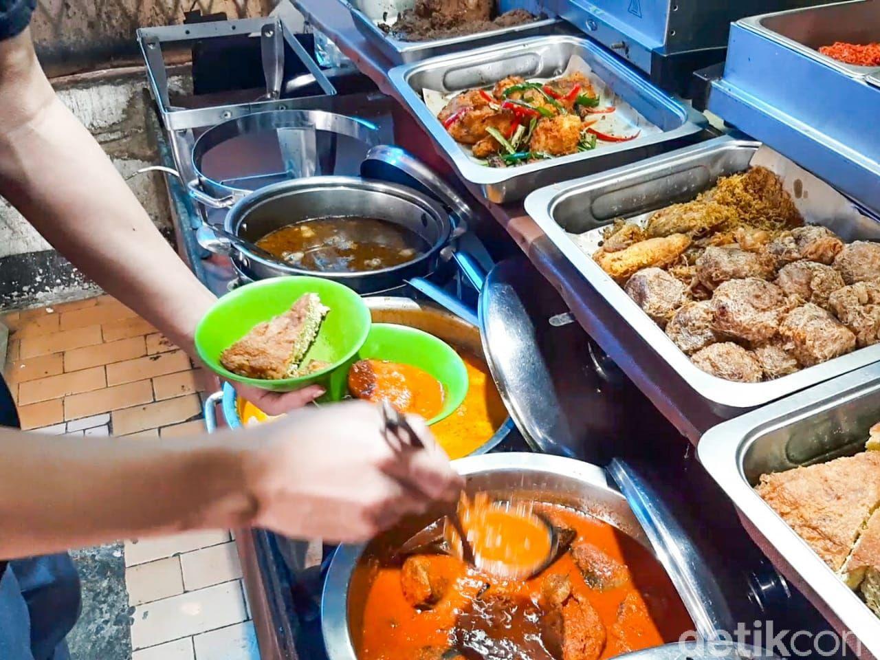 RM Dibao Untuang, ada asam padeh tunjang dan sop daging yang nikmat rasanya.