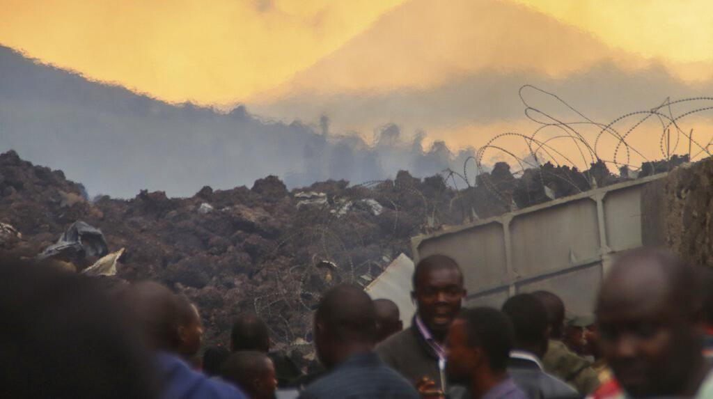 Saat Warga Kongo Jadikan Lava Gunung Nyiragongo Objek Foto