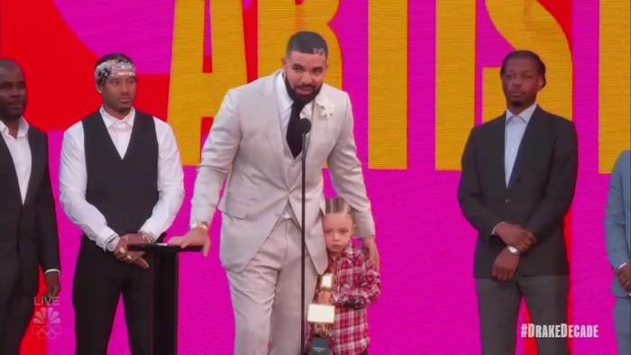 Tangkapan Layar Drake di Billboard Music Awards 2021