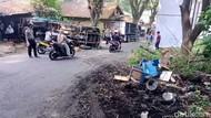 Truk Mundur Hantam Mobil dan Motor di Nagrak Sukabumi