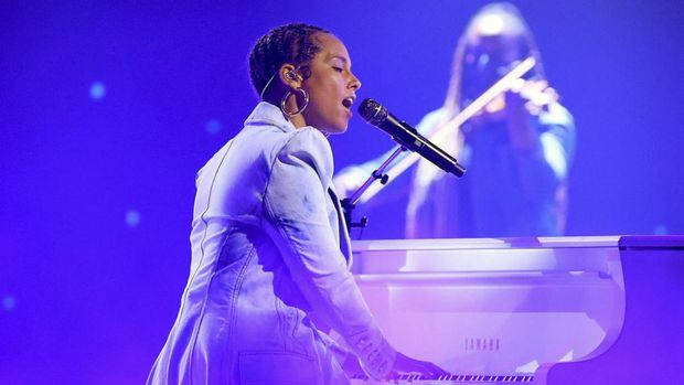 LOS ANGELES, CALIFORNIA - MAY 23: In this image released on May 23, Alicia Keys performs onstage for the 2021 Billboard Music Awards, broadcast on May 23, 2021 at Microsoft Theater in Los Angeles, California.   Kevin Winter/Getty Images for dcp/AFP (Photo by KEVIN WINTER / GETTY IMAGES NORTH AMERICA / Getty Images via AFP)