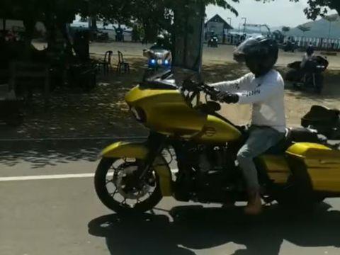 Viral sejumlah moge menerobos penyekatan di Lombok untuk menuju lokasi wisata (Facebook Dhony Anshory)