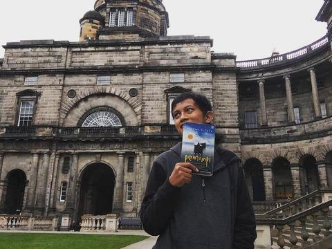 Angga Fauzan yang berhasil meraih impiannya kuliah S-2 di Universitas Edinburgh, Skotlandia, Inggris.