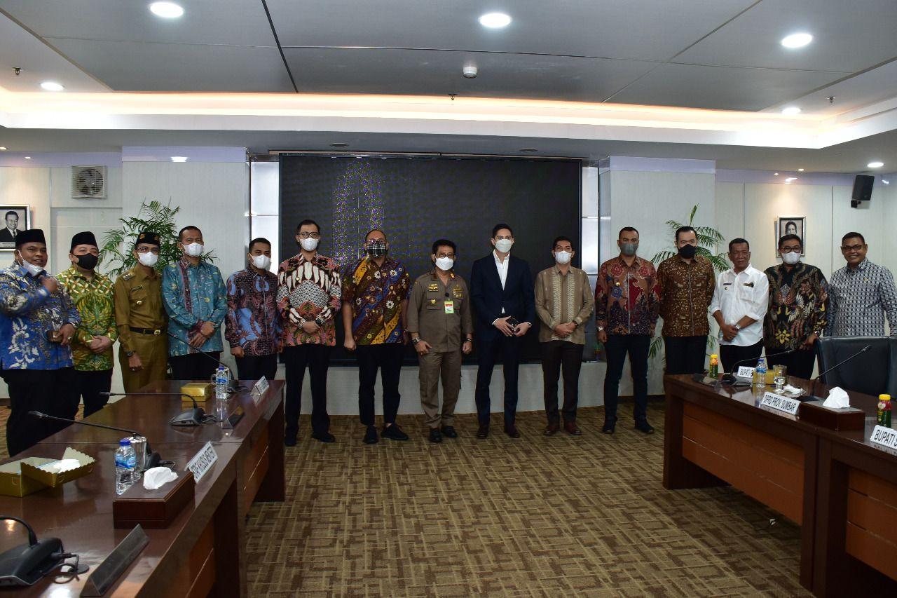 Anggota Komisi VI DPR RI dari Fraksi Gerindra, Andre Rosiade memfasilitasi pertemuan 11 Bupati/Wali Kota se-Sumatera Barat dengan Mentan, Syahrul Yasin Limpo.