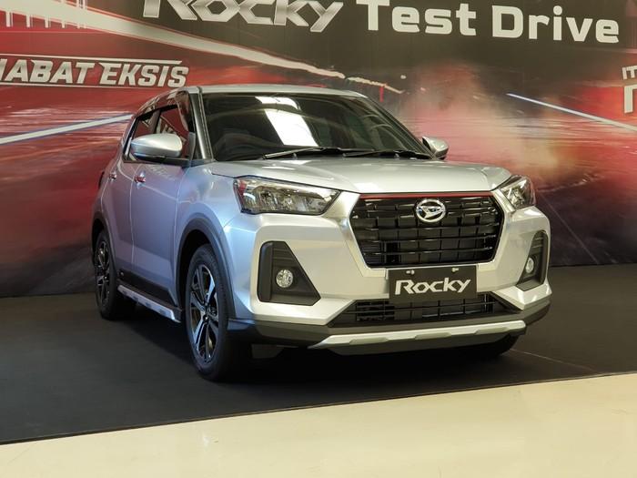 Daihatsu Rocky menggunakan platform DNGA