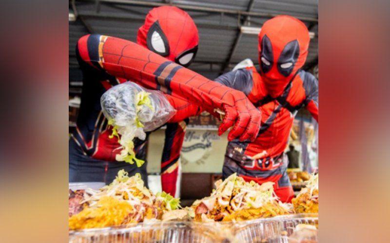Di Restoran Ini Deadpool Sibuk Jualan Nasi Kerabu hingga Nasi Ayam Kampung