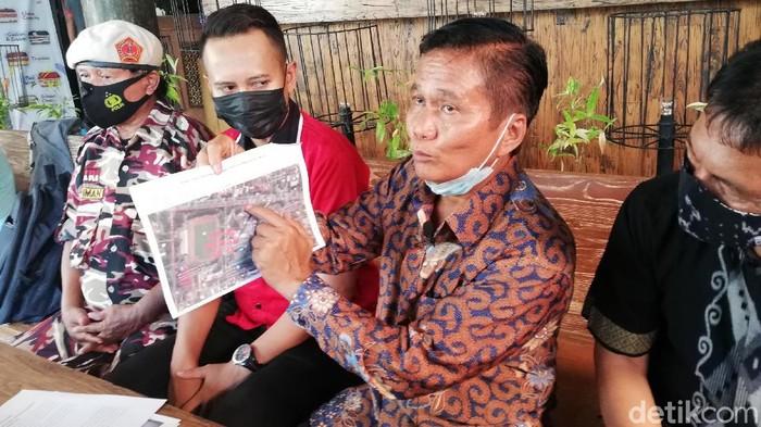 Kuasa Hukum Pemkot Solo Wahyu Winarto saat memberikan keterangan soal perlawanan hukum terkait sengketa lahan Taman Sriwedari Solo, Selasa (26/5/2021).