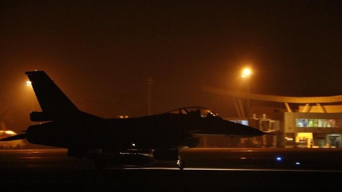 Latihan terbang malam Skadron Tempur TNI AU (Foto: dok Kapentak Lanud)