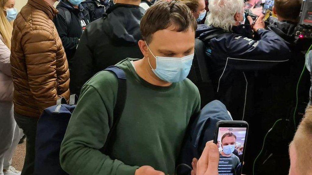 Kengerian Penumpang Pesawat Ryanair Dipaksa Mendarat dan Tiba-tiba Menukik