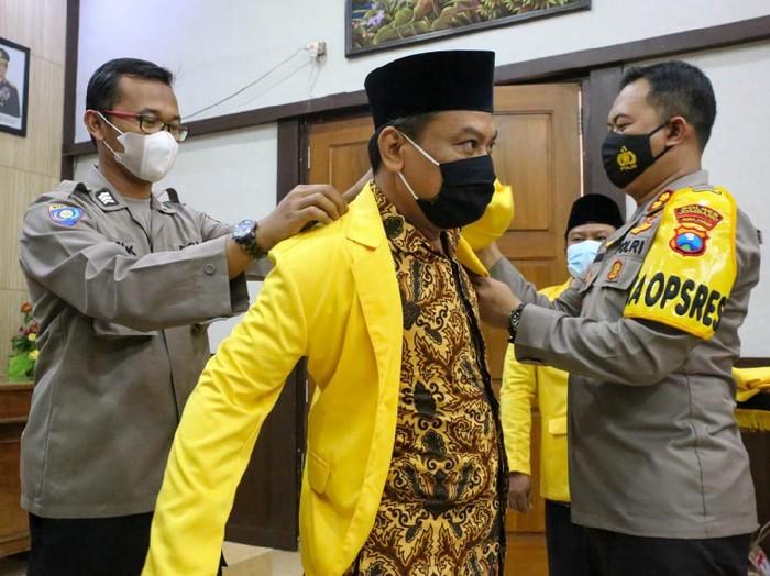 Polres Jombang bekerjasama dengan Kantor Kemenag setempat membentuk Dai Kamtibmas. Selain dakwah ajaran Islam, para pendakwah juga membantu polisi menyampaikan imbauan kamtibmas ke masyarakat.