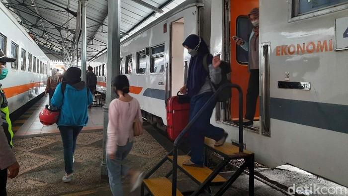 Masa larangan mudik berakhir pada 17 Mei lalu. Sehingga mulai 18 Mei hingga 24 Mei 2021 ada 31.857 penumpang KA yang tiba di Daop 8 Surabaya.