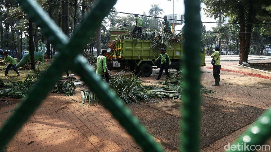Sempat Tak Terurus, Taman Martha Tiahahu Blok M Dibersihkan