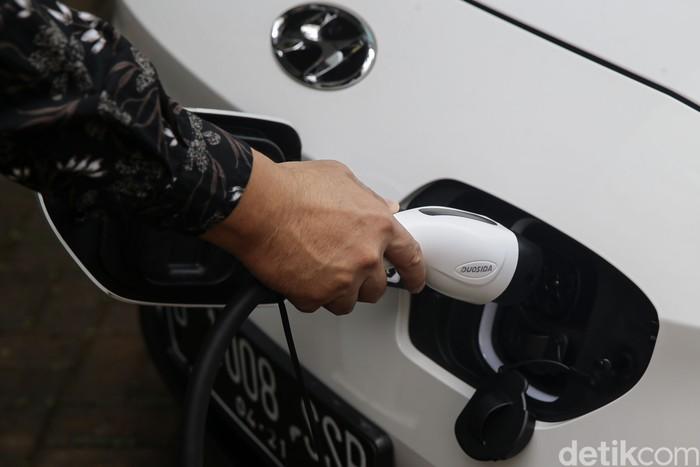 Kawasan Kota Jababeka Cikarang akan memiliki stasiun pengisian kendaraan listrik umum (SPKLU). Kehadiran SPKLU itu guna dukung Program Percepatan Mobil Listrik.
