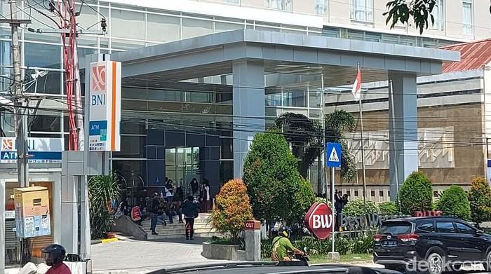 Warga yang ikut kegiatan di hotel di Palu pun ikut berhamburan saat terjadi gempa (M Qadri/detikcom)