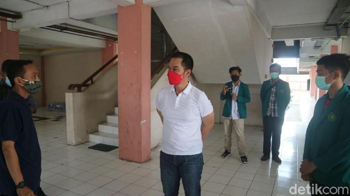 Bupati Kudus HM Hartopo saat mengecek rusunawa tempat isolasi pasien Corona di Kudus, Rabu (26/5/2021).