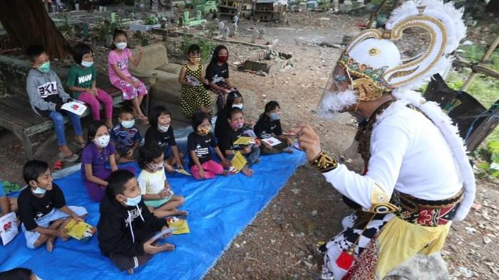 Hanoman Edukasi Protokol Anak-Anak Disekitar Makam Rangkah