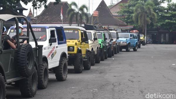 Traveler bisa menikmati destinasi wisata ikonik Blitar dan merasakan perjalanan menegangkan menyusuri sungai aliran lahar Gunung Kelud dengan ikut Kelud Jeep Adventure. (Erliana Riady/detikTravel)