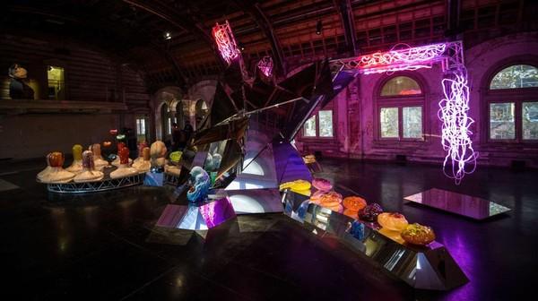 Seniman Australia Patricia Piccinini telah mengambil alih keseluruhan Flinders Street Station Ballroom serta 15 ruangan lainnya untuk pameran.
