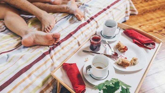 10 Makanan yang Harus Dikonsumsi dan Dihindari Usai Berhubungan Seks