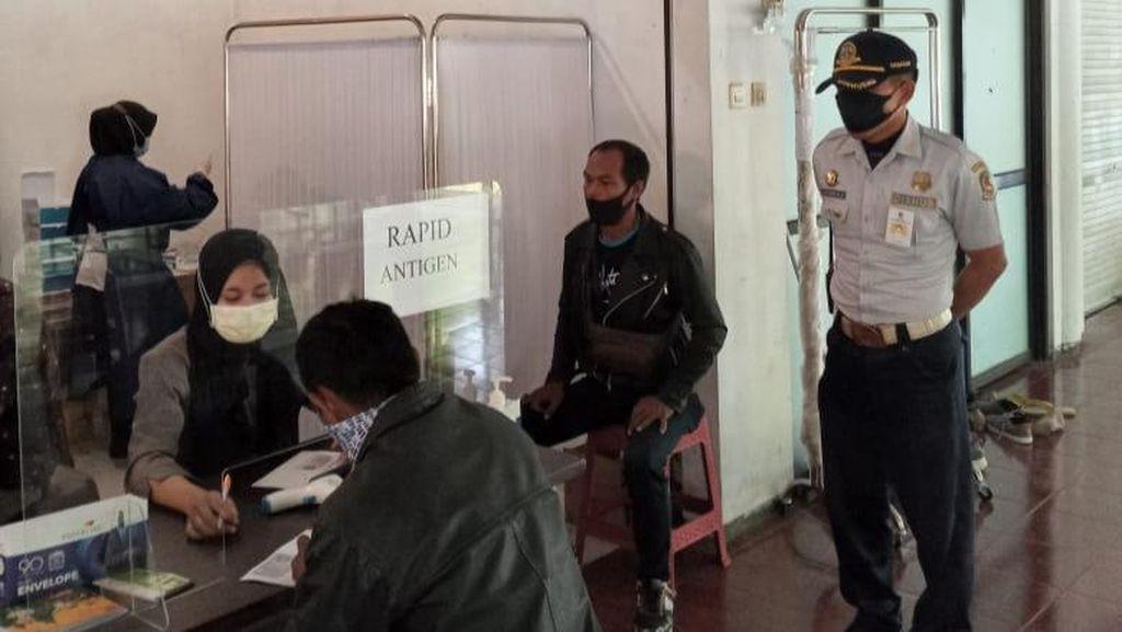 Antisipasi Kerumunan Saat GeNose, Dishub Banyuwangi Halau Warga Abai Prokes
