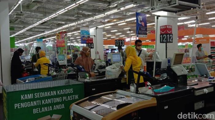 Suasana Giant Bintaro Jelang Tutup Permanen