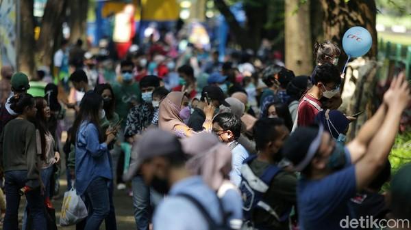 Staf Pelayanan Informasi dan Kehumasan Ragunan Bambang Wahyudi mengatakan, hingga pukul 10.00 WIB total sudah ada 3.747 pengunjung.