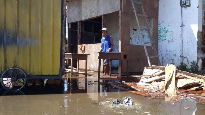 Banjir Rob Rendam Jalan Pelabuhan dan Perkampungan Kota Pasuruan