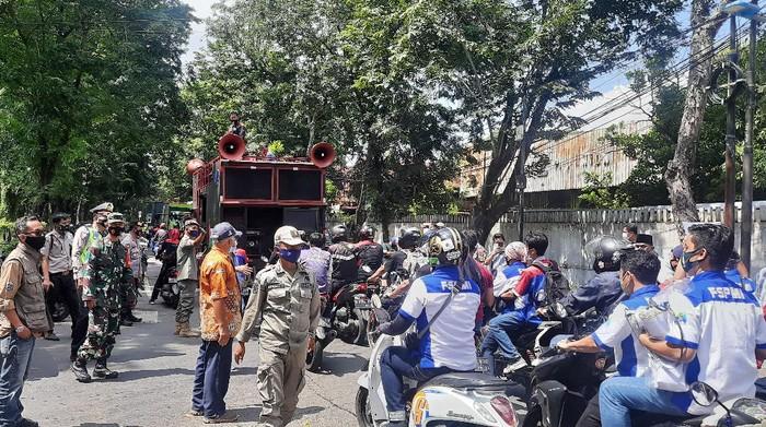 Buruh pendemo di depan kantor Indomaret Jakut bubar