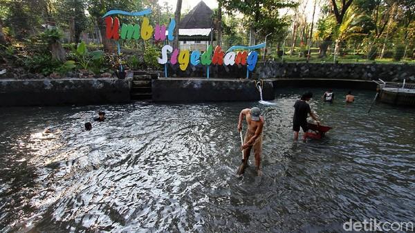 Sebab pengunjung sudah terlanjur makan, imbuh Widodo, tetap diberikan waktu menyelesaikan. Pihaknya mengikuti kebijakan pemerintah.