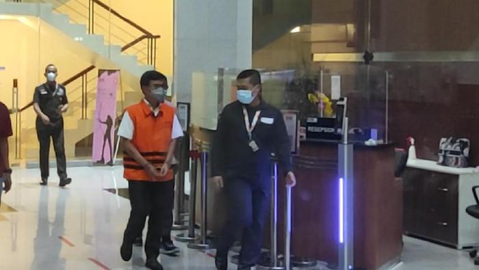 Eks Dirut Sarana Jaya yaitu Yoory Corneles Pinontoan ditahan KPK dalam kasus korupsi lahan di DKI