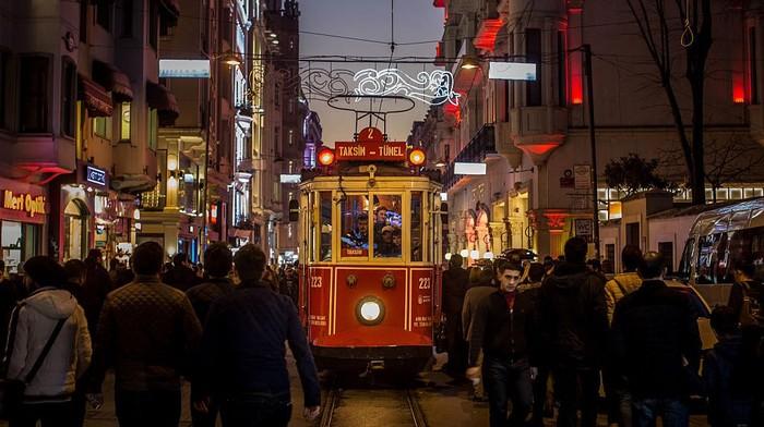 Kota-kota besar di dunia sampai saat ini masih mengunakan kereta ringan atau trem untuk transportasi mereka. Yuk simak foto-fotonya.