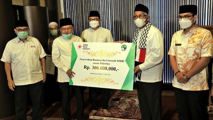 Jemaah Masjid Raya Bintaro Jaya menyumbangkan bantuan Rp 300 juta untuk Palestina. Acara ini dihadiri Ketua Umum Dewan Masjid Indonesia sekaligus Wapres ke-10 dan ke-12 Jusuf Kalla (JK).