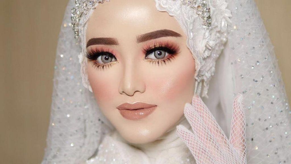 Viral Perias Pengantin Disemprot Keluarga Mempelai, Paksa Ganti Lipstik