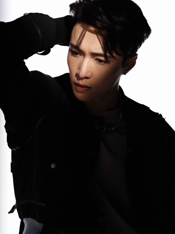 LAY EXO di comeback DON'T FIGHT THE FEELING