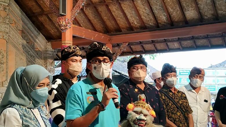 Menparekraf Sandiaga Salahuddin Uno mengunjungi Desa Wisata Mas di Kecamatan Ubud, Kabupaten Gianyar, Bali, Rabu (26/5/2021).