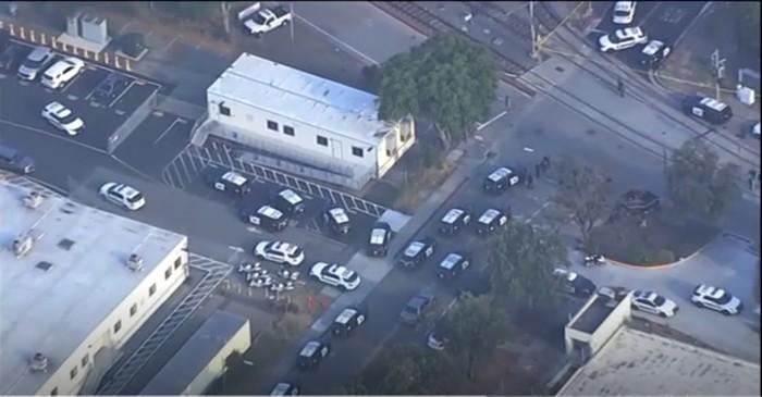 Penembakan terjadi di sebuah bengkel pemeliharaan gerbong kereta di San Jose, California, Amerika Serikat (AS). Sedikitnya 8 orang tewas dan pelaku turut tewas.