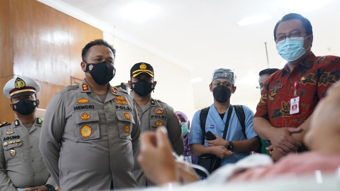 Polisi kunjungi korban kecelakaan di RSU Syaiful Anwar Malang