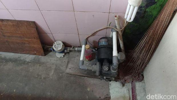 Pompa air di rumah warga di rumah warga bernama Sasiati, di Jembatan Besi, Tambora, Jakbar. (Sachril Agustin Berutu/detikcom)