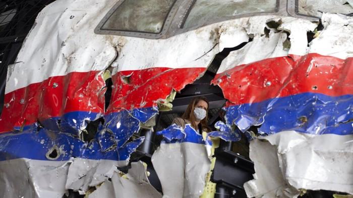 Kecelakaan pesawat Malaysia Airlines MH17 sisakan luka bagi penerbangan dunia. Proses peradilan 4 tersangka jatuhnya pesawat itu masih berlangsung hingga kini.