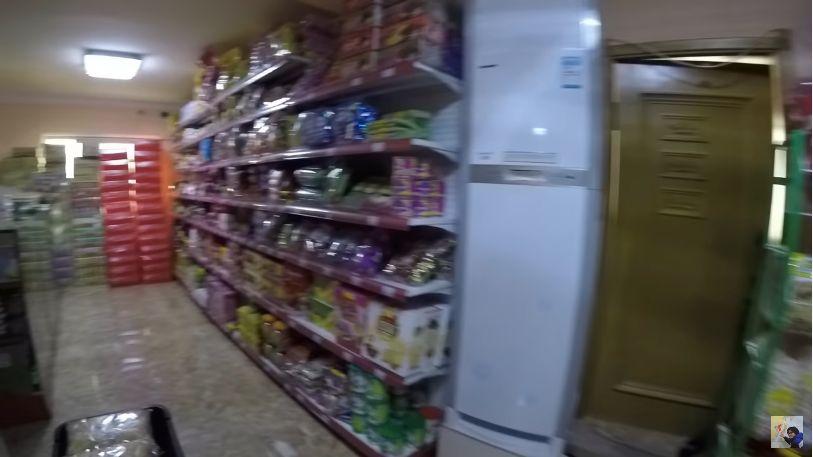 Suasana Minimarket di Pyongyang, Korea Utara. Makanan Indonesia Juga Dijual di Sana.